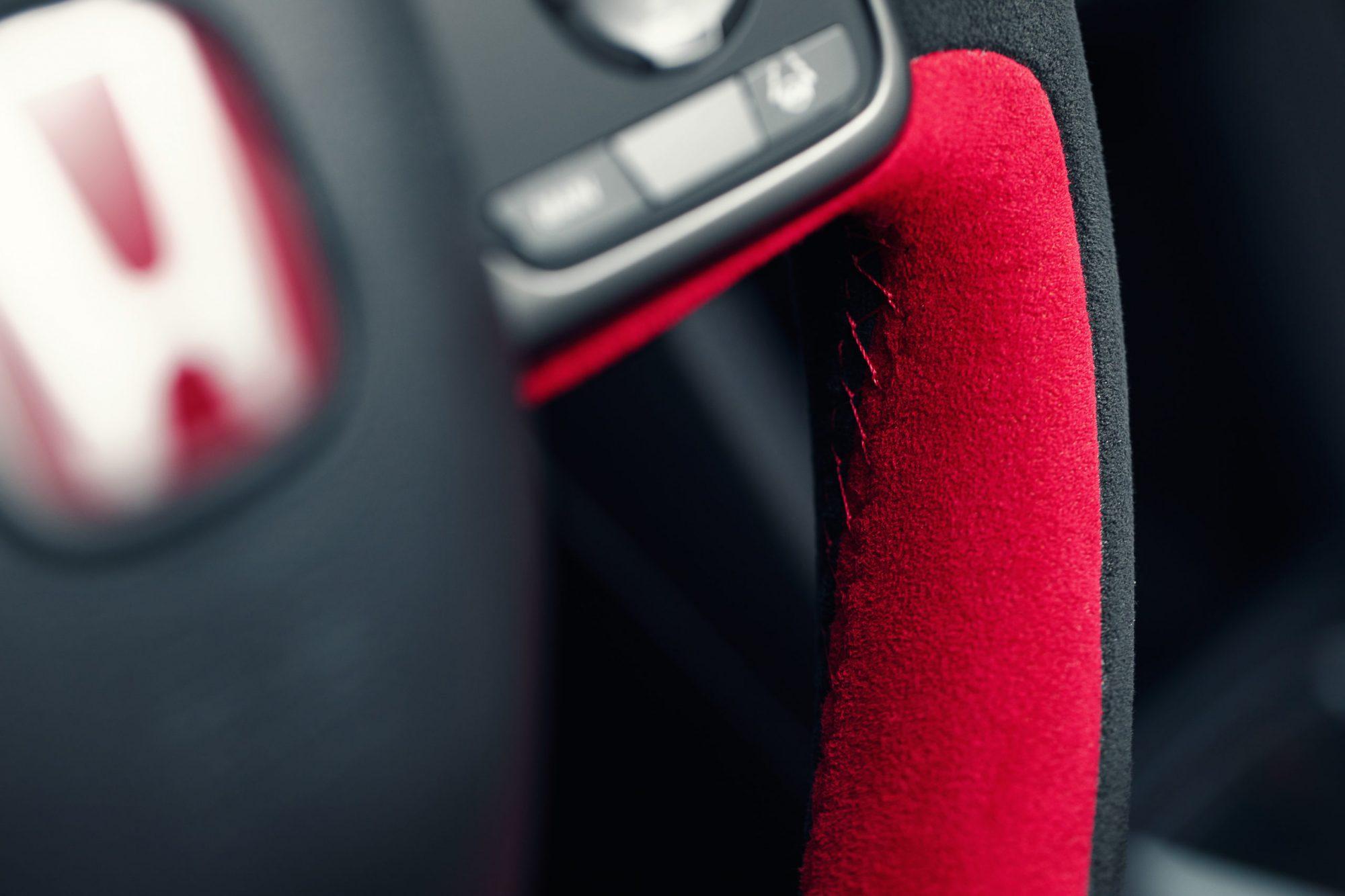 type-r-sport-line-steering-wheel-detail-scaled