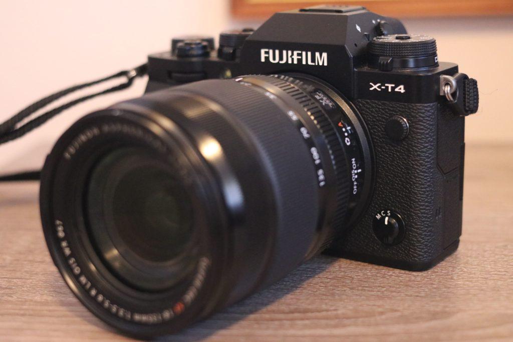 Vista frontale della Fujifilm X-T4