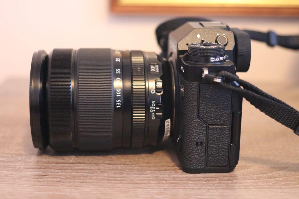 Vista laterale della Fujifilm X-T4