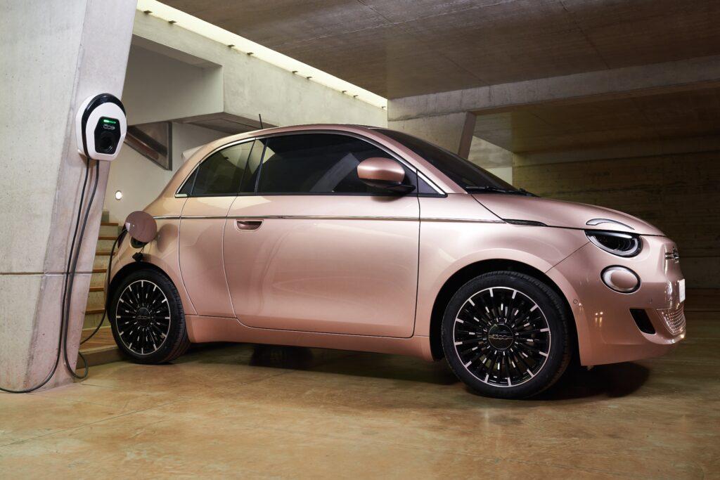 Parte laterale della Nuova 500 di Fiat
