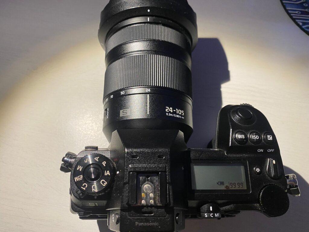 Foto dall'alto del design di Panasonic S1