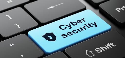 Un tasto del PC con scritto Cyber security