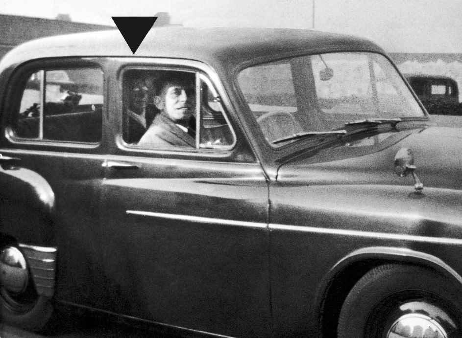 (Immagine 3) Ghost Picture (Foto di fantasma) di Ellen Nammell. Crediti: Foto di Mabel Chinnery/Mirrorpix tramite Getty Imagese 3) Ghost Picture (Foto di fantasma) di Ellen Nammell. Crediti: Foto di Mabel Chinnery/Mirrorpix tramite Getty Images