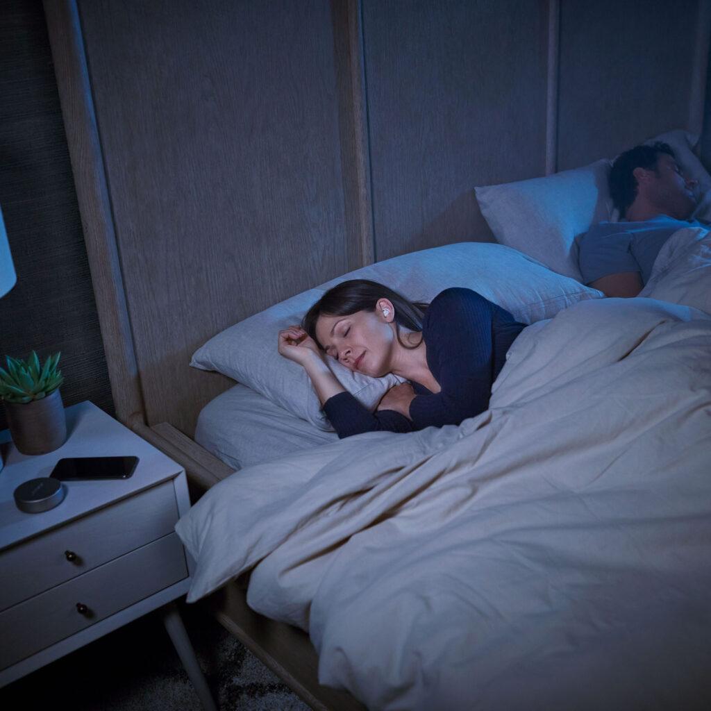 Bose Sleepbuds II in una camera da letto