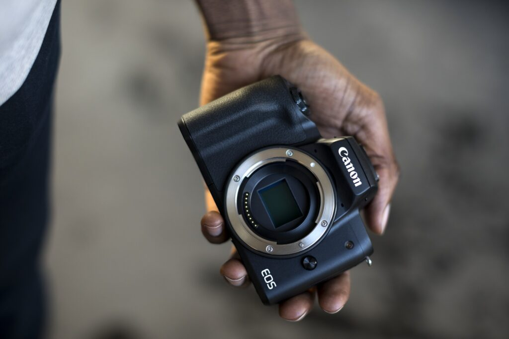 Il design compatto di Canon M50