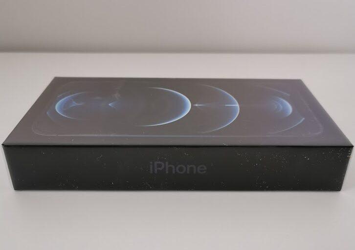 Confezione dello smartphone Apple