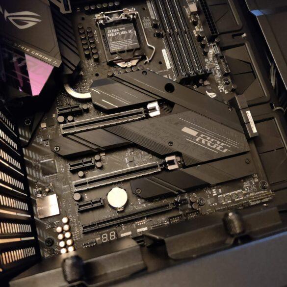 Asus ROG Strix Z490-E Gaming è una scheda molto premium