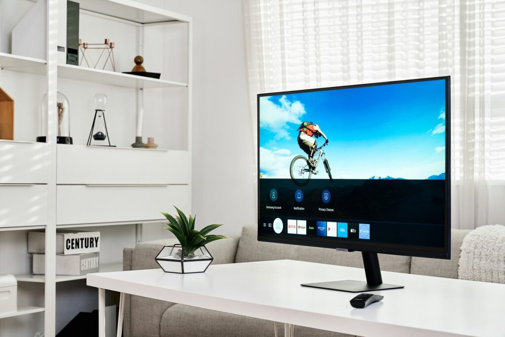 Una foto di Samsung Smart Monitor in ufficio