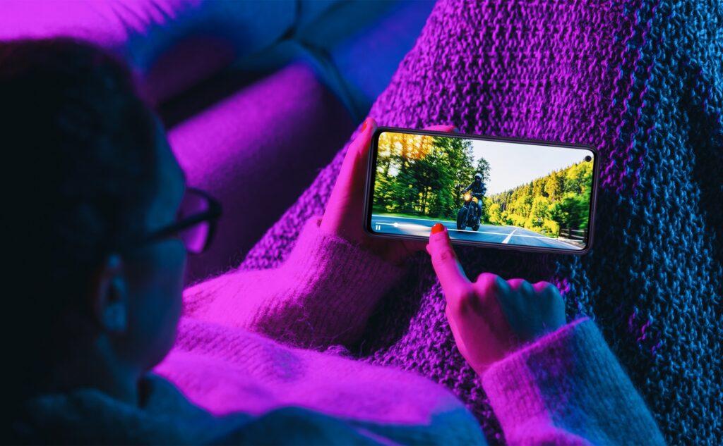 Una serie TV sul cellulare tra ibrido e multi device