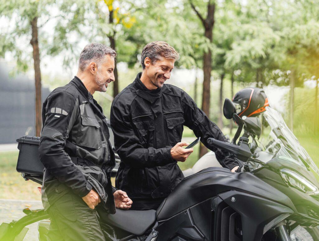 Connettività smartphone per motociclisti con Integrated Connectivity Cluster