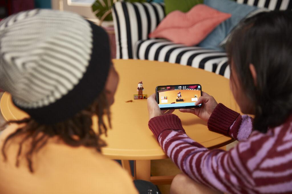 Utilizzo di Scelta dei personaggi di Lego Vidiyo tramite app su smartphone