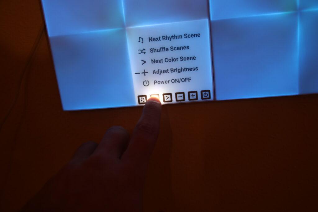 Il pannello principale ha anche comandi soft-touch
