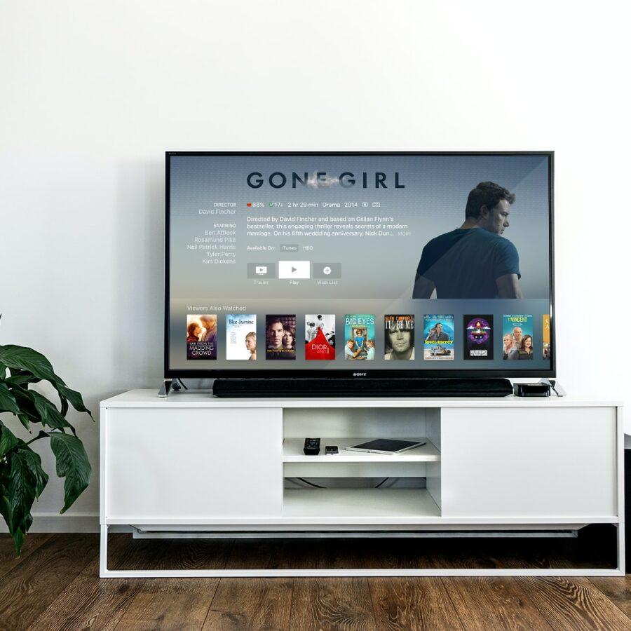 Una smart TV dentro una tradizionale configurazione domestica