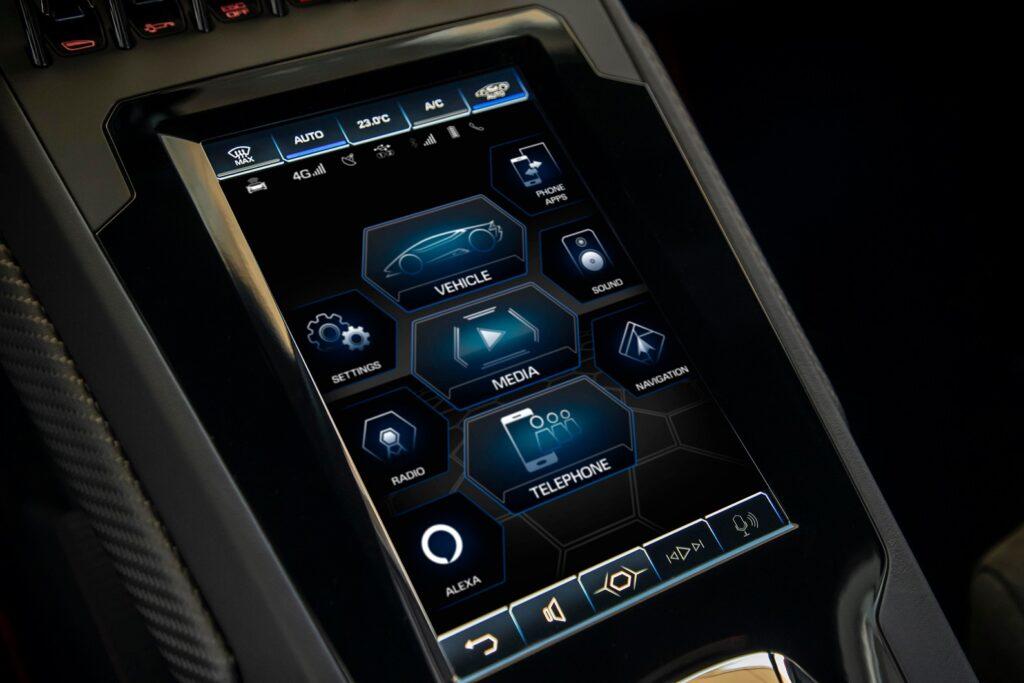 Alexa integrata su una Lamborghini
