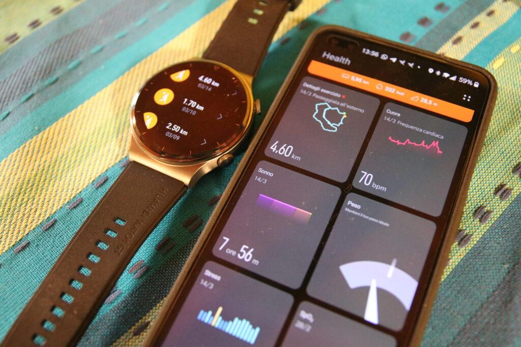 Lo smartwatch collegato all'app tramite Bluetooth