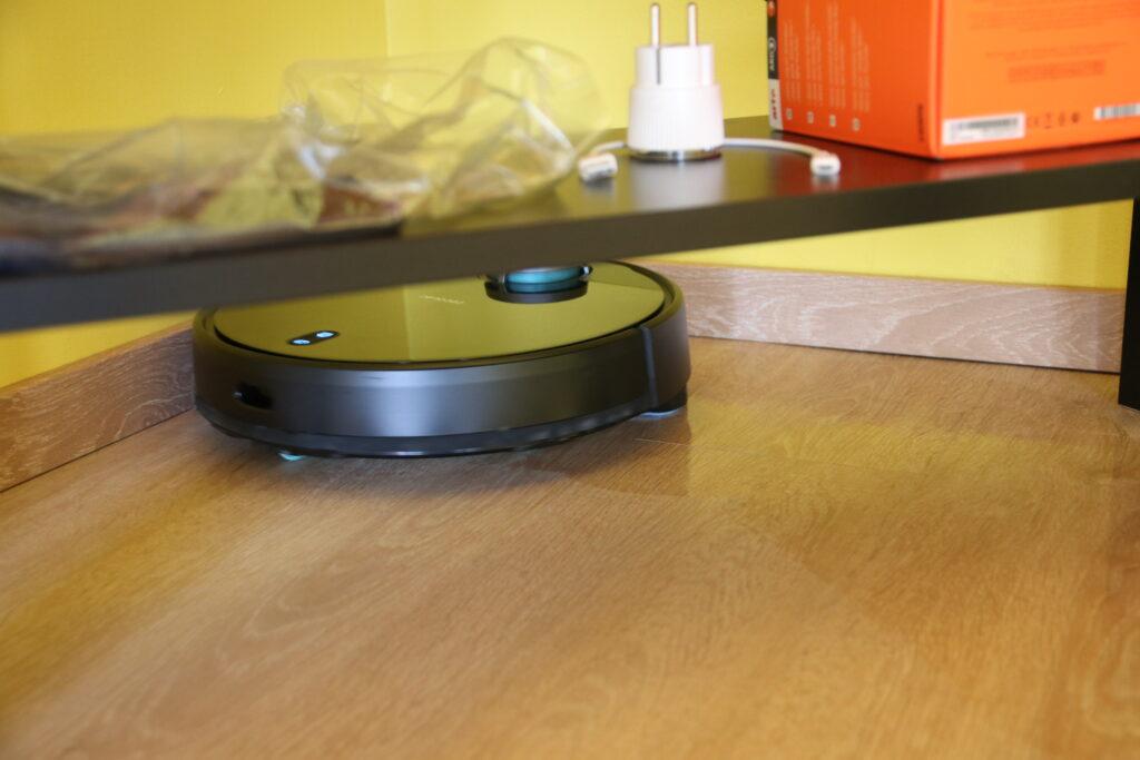 Il robot durante la fase di lavaggio del pavimento