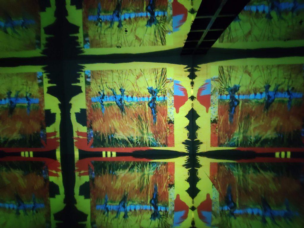 La sala degli specchi nella mostra Van Gogh. Il Sogno