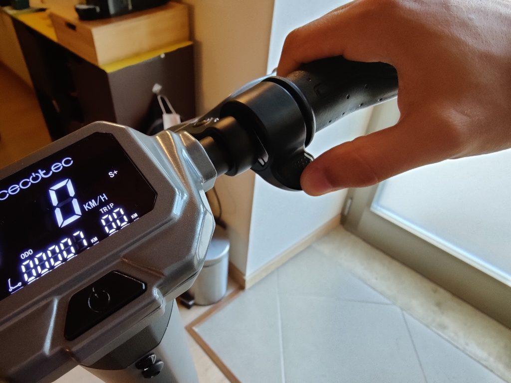 Acceleratore e parte del display di Bongo Serie Z